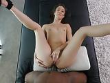 Asiatique nympho enculée par une grosse bite black