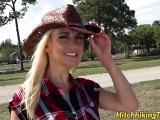 Blondinette se fait limer dans un pick up