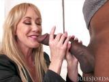 Brandi Love se tape une bonne baise interraciale