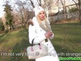 Blondinette se fait sauter dans un parc public