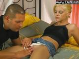 Belle blonde se fait brouter son minou