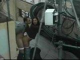 Couple baise devant une cam�ra de surveillance