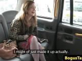 Grosse baise dans un taxi avec une nympho