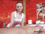 Séance de massage chaude et riche en plaisir