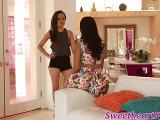 Annie Cruz et Yasmine De Leon se mangent la moule