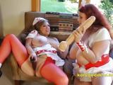 Sabina Leigh se fait goder la chatte par une lesbienne