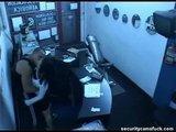 Bonne baise devant une caméra de surveillance