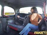 Le chauffeur de taxi se tape une belle salope