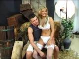 Sheila Grant baisée devant une copine