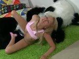 Elle baise son panda en peluche